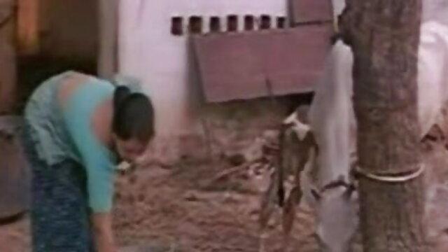 कामुक स्ट्रोकर एक बड़े लंबे मुर्गा को दूध हिंदी में फुल सेक्सी फिल्म देने के लिए हाथों और गर्म मुंह का उपयोग करता है!